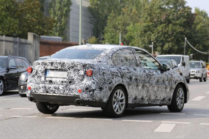 BMW 1-Series камуфляж