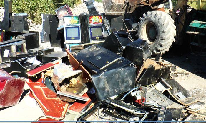 знищення гральних апаратів бульдозер