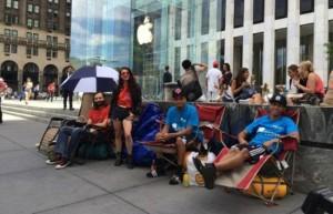 черга біля Apple Store