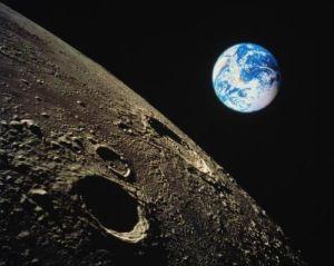 місяць з космосу
