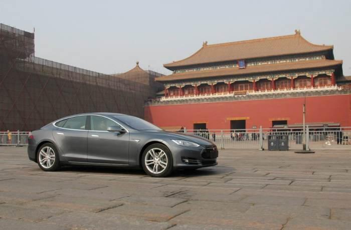 Tesla Model S китай