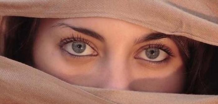 маніпулювання думкою очима