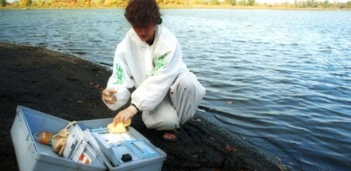проби води на березі