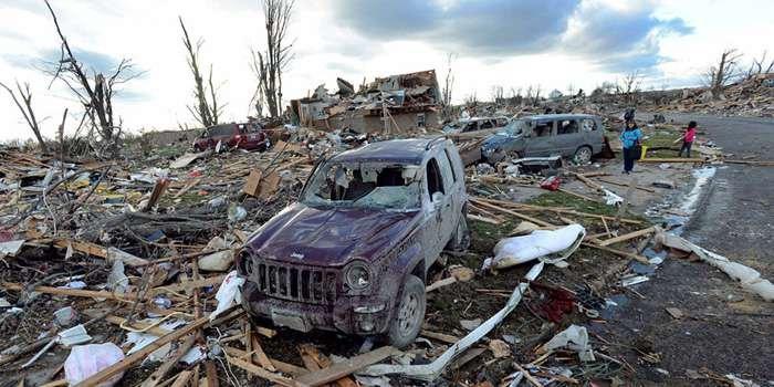 наслідки торнадо Фейрдейл  США