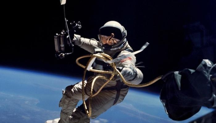 відкритий космос астронавт