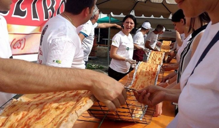 найдовша піца італія