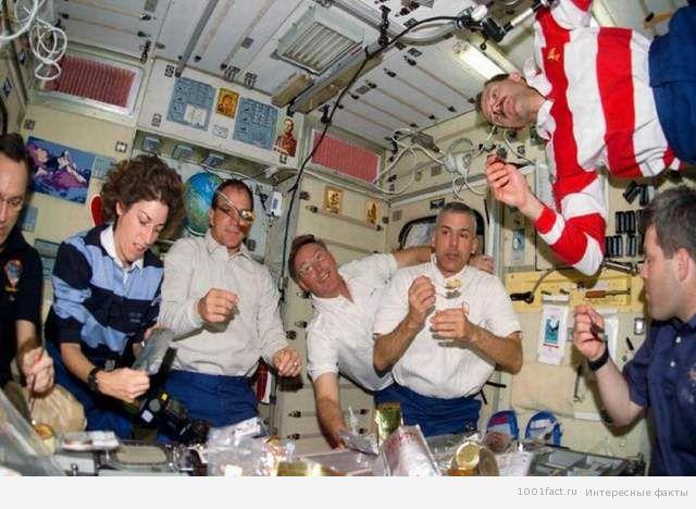 харчування в космосі