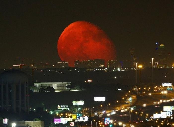червоний місяць сша