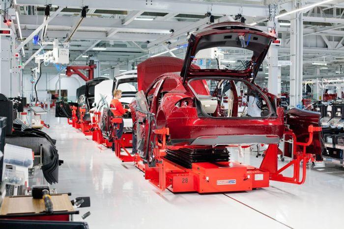 Tesla Motors виробництво