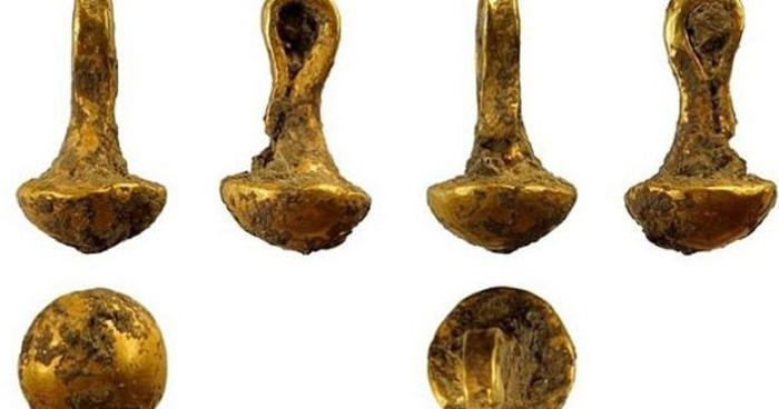 найстаріший золотий кулон