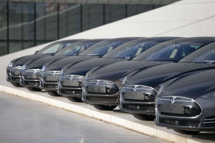 tesla продаж автомобілів