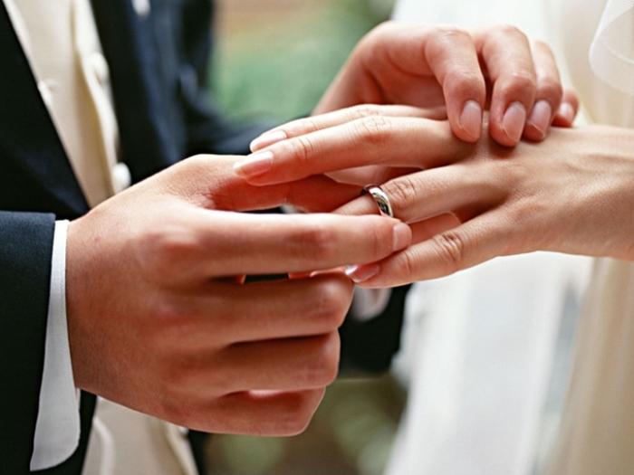 вступати в шлюб