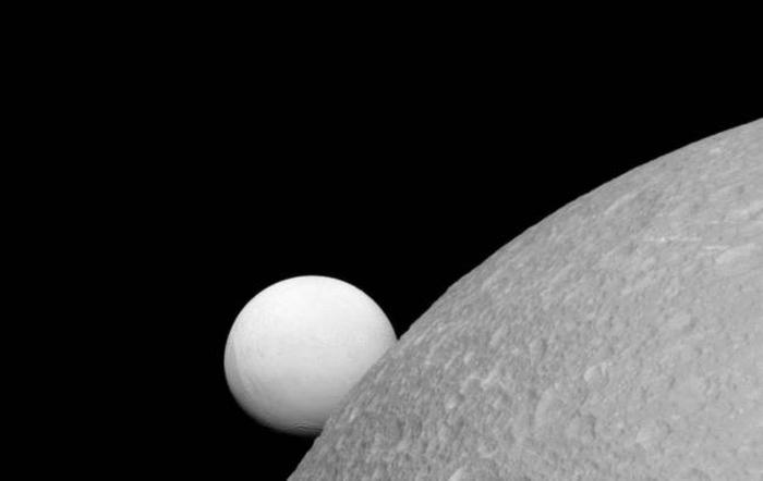 супутники Сатурна Діона та Енцелада