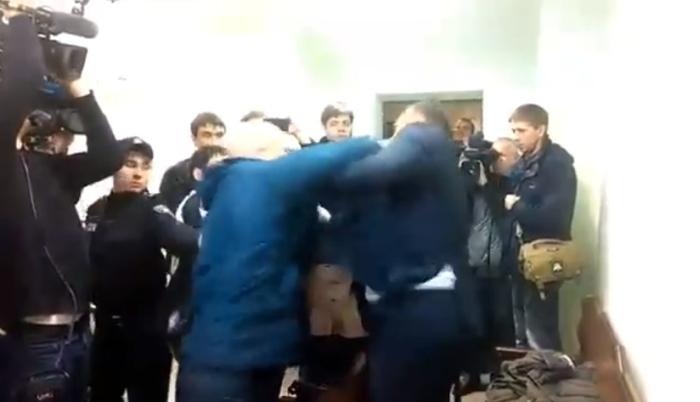 михайла добкіна побили на суді