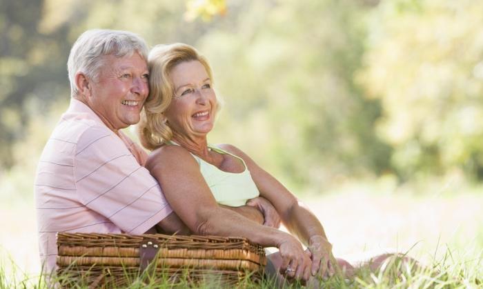 щасливі літні люди