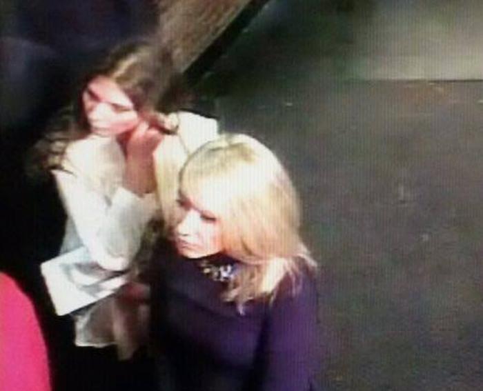 дві дівчини в києві викрали сейф