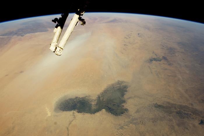 озера Чад і шлейфи пилу Сахара