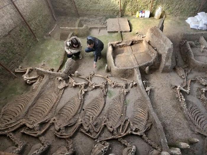 древнє поховання в китаї