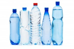 вода з пластикових пляшок