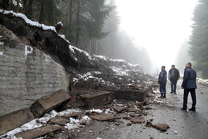 обвал підпірної стінки на Синевирському перевалі