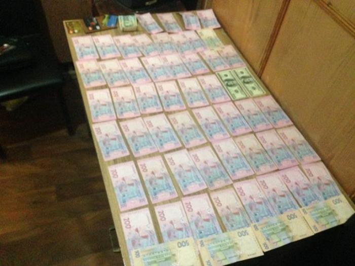 хабары за прискорення відновлення паспорта