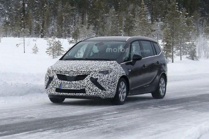 Opel Zafira на тестах зимою