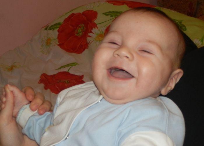 немовля посмішка