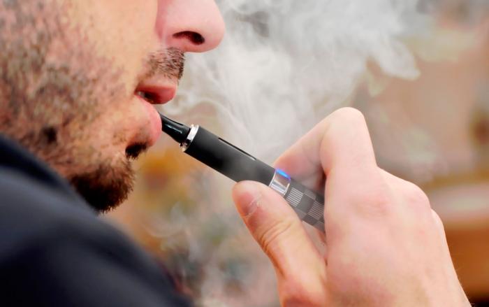 куріння електронної сигарети