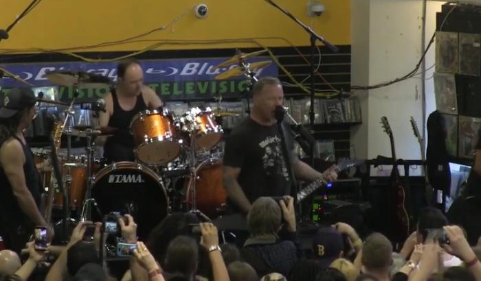 Metallica концерт в музичному магазині