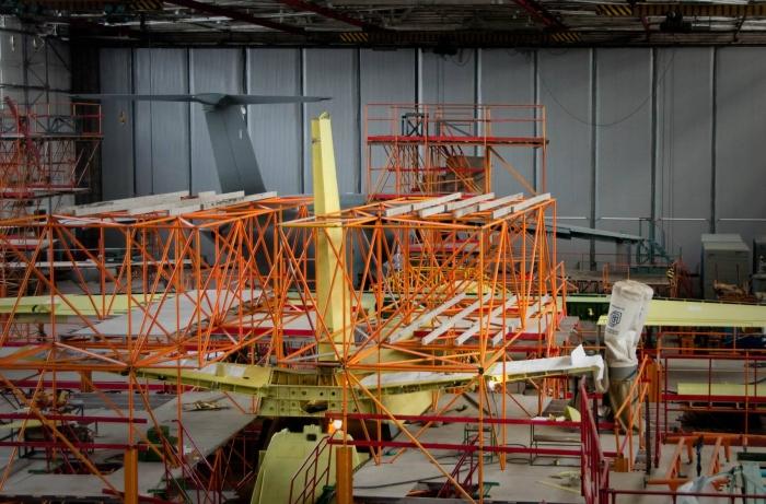 складання літака−демонстратора Ан−132D
