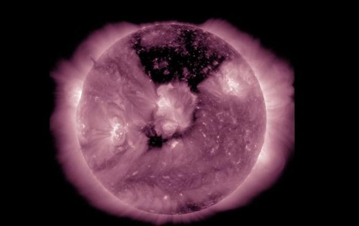 корональна діра сонце