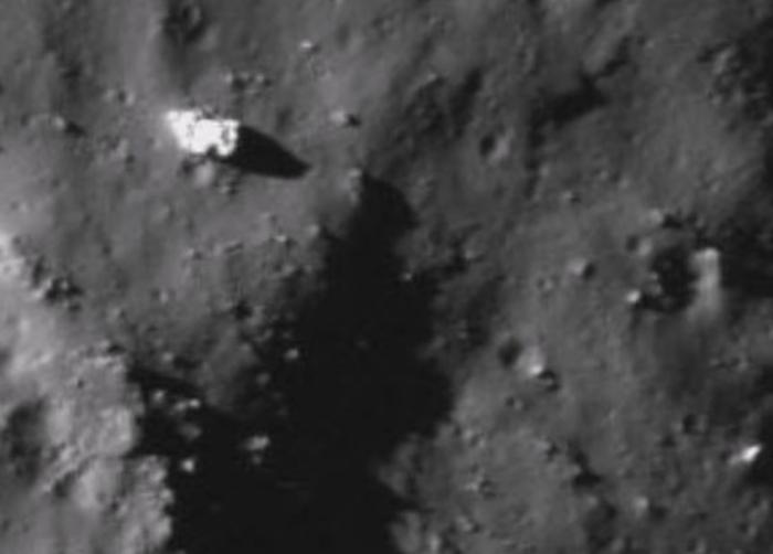 база інопланетян на місяці