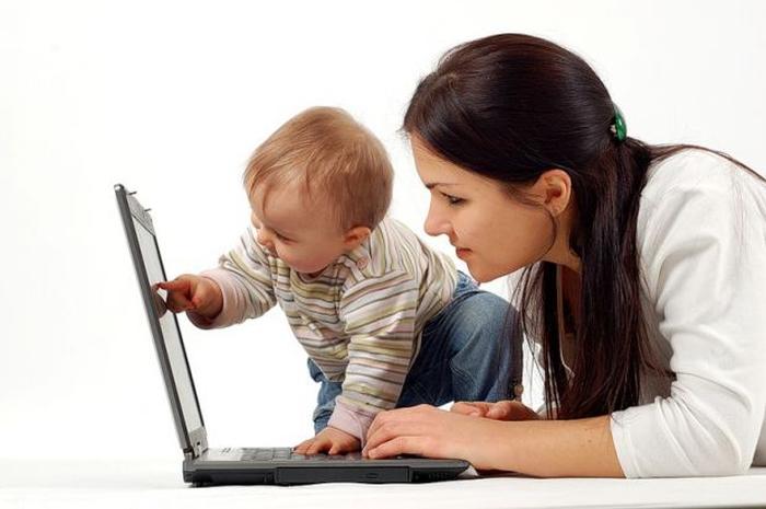 мама з дитиною комп'ютер