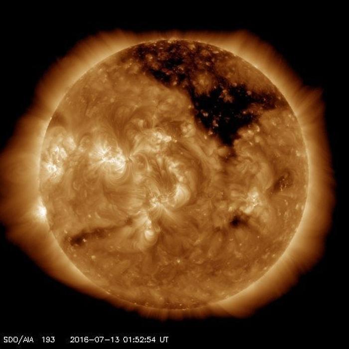 корональна діра на сонці