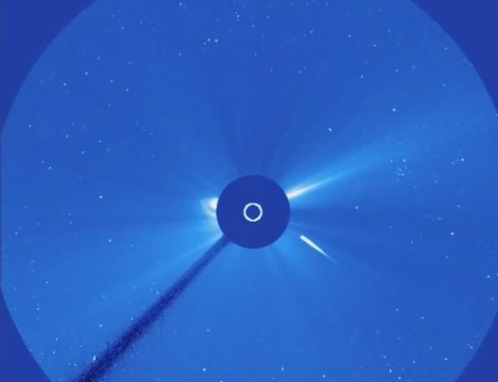 комета врізалась в сонце