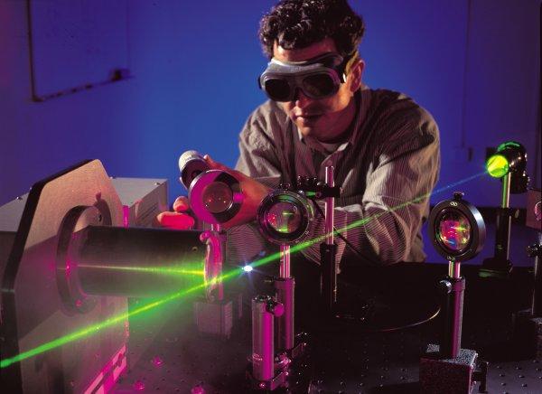 перший у світі бактеріальний лазер