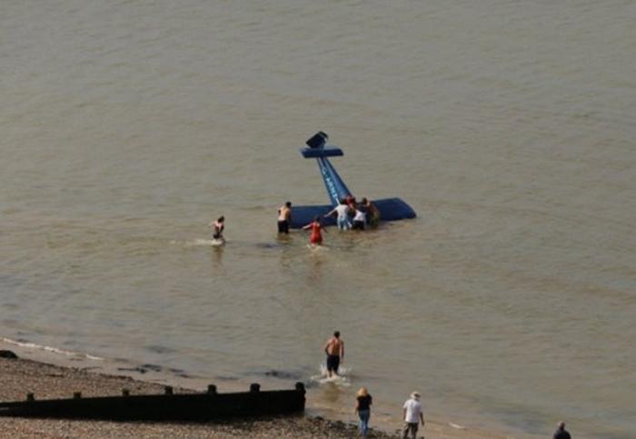 літак впав у воду під час авіашоу