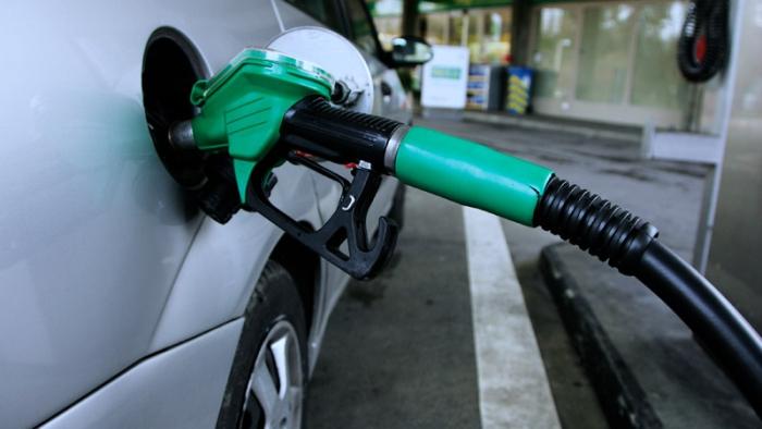 залити бензин
