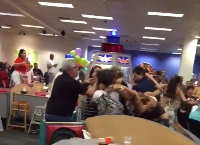 масова бійка на дитячому святі