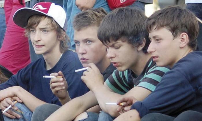підлітки куріння