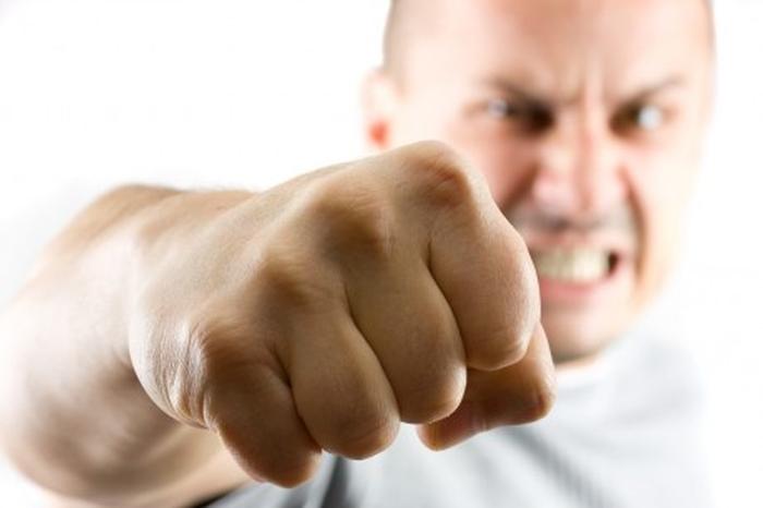 чоловіки агресія