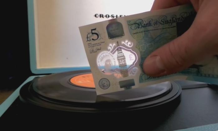 британськими купюрами слухати музику