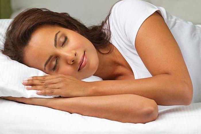 жінка сон