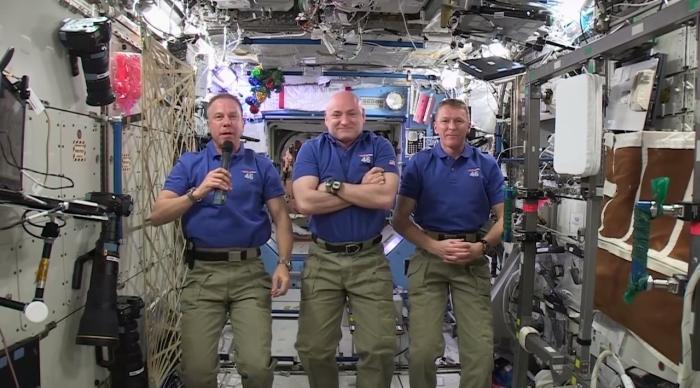 астронавти мкс