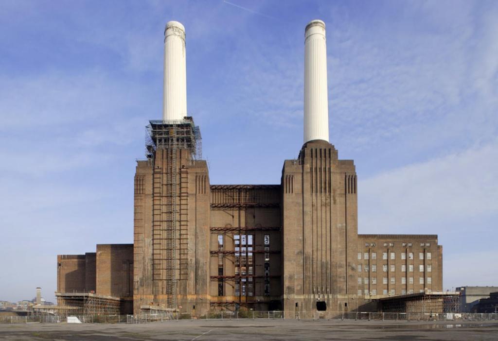 Законсервована вугільна електростанція, побудована на узбережжі Темзи в районі Беттерсі в боро Уондсуэрт, у Внутрішньому Лондоні