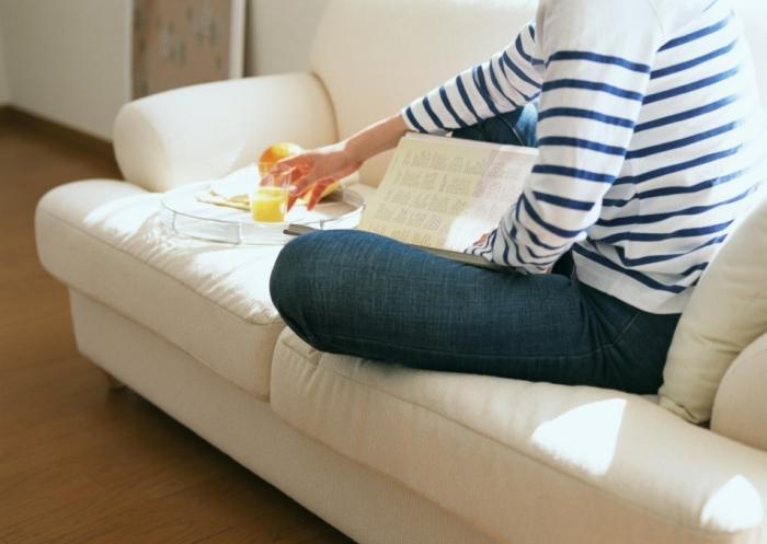 на дивані