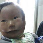хлопчик з маскою замість обличчя