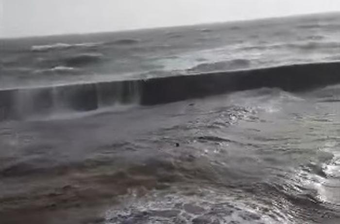 купався під час шторму