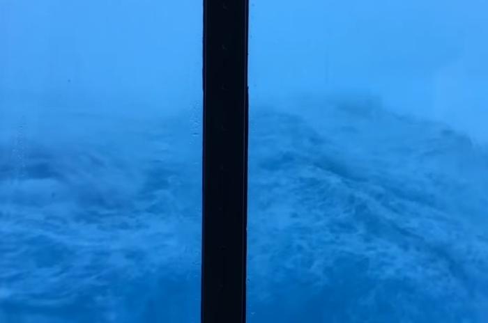 Anthem of the Seas під час шторму