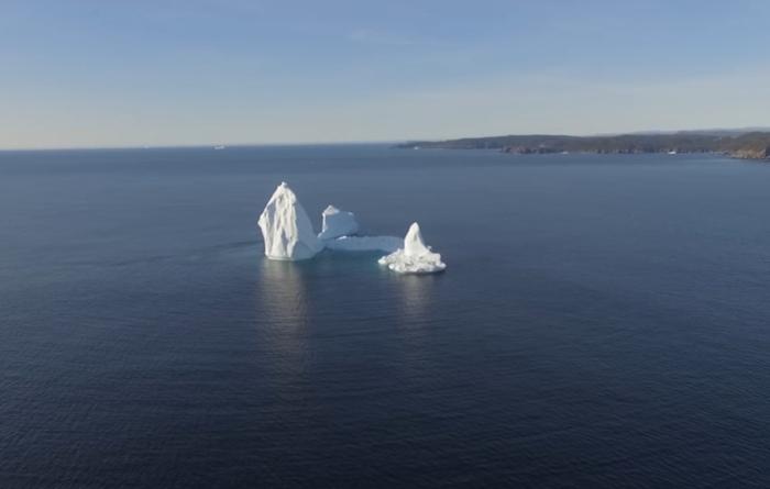 айсберг біля берегів канади